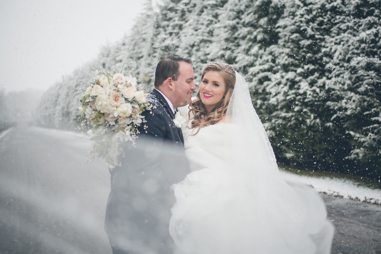 "10 Reasons to Say ""I DO!"" to a Winter Wedding"